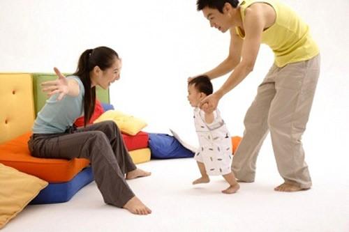 bài tập vận động cho trẻ dưới 1 tuổi 2
