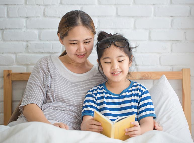 trẻ em đọc sách 1